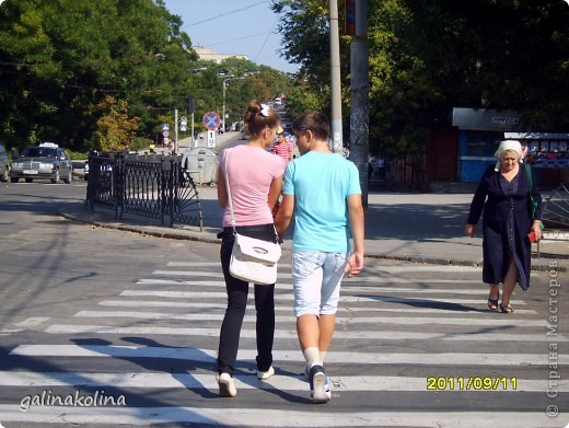 Приглашаю Вас на небольшую пешую прогулку,буквально каких-нибудь пару километров,по моему родному и любимому городу Тирасполю.Фото сделаны в воскресенье,город ещё только просыпался,а потому,и людей,и машин на улицах мало.А пройдёмся мы с вами по центральной улице,вернее,по её небольшой части.    фото 30