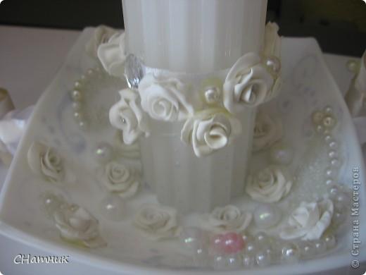 Украшала к свадебному  набору, бутылки и фужеры  из этих же материалов фото 4