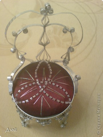 Такой трон и на ёлку повесить можно. фото 2