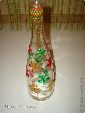 Вазочка сделана из бутылочки с помощью объемных контуров и витражных красок. фото 8