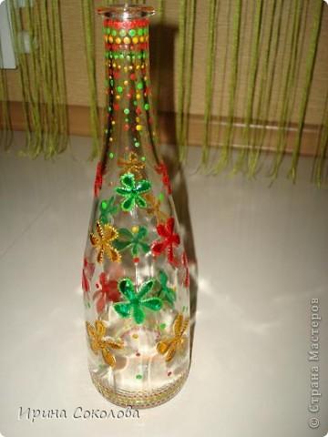 Вазочка сделана из бутылочки с помощью объемных контуров и витражных красок. фото 9