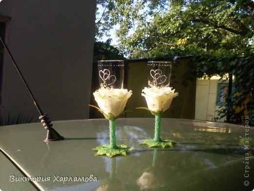Попросили сделать бокалы с искусственными розами.Вот так получилось.Отдавать страшно до безумия.Безумно боюсь сильной критики.Может что ни так пожалуйста выскажитесь. фото 3