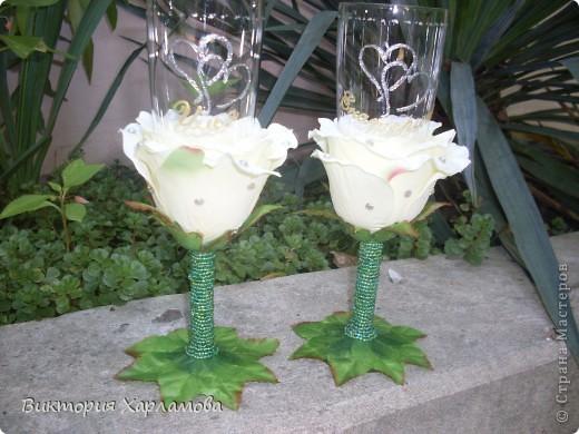 Попросили сделать бокалы с искусственными розами.Вот так получилось.Отдавать страшно до безумия.Безумно боюсь сильной критики.Может что ни так пожалуйста выскажитесь. фото 4
