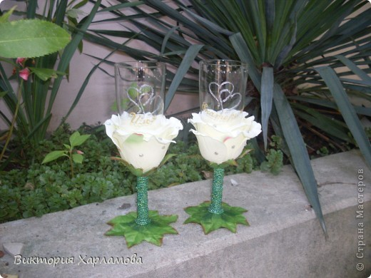 Попросили сделать бокалы с искусственными розами.Вот так получилось.Отдавать страшно до безумия.Безумно боюсь сильной критики.Может что ни так пожалуйста выскажитесь. фото 5