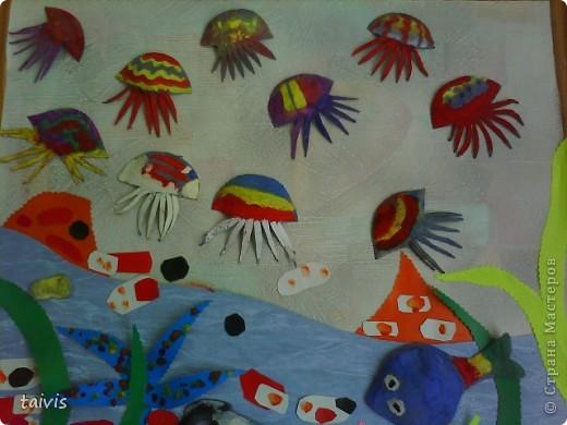 Коллективная работа детей старшей дошкольной группы. Выполнена с использованием ячеек от фруктов. фото 3