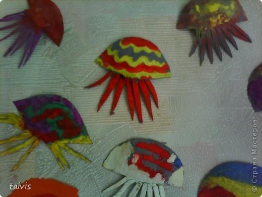 Коллективная работа детей старшей дошкольной группы. Выполнена с использованием ячеек от фруктов. фото 6
