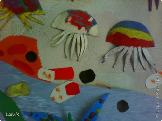 Коллективная работа детей старшей дошкольной группы. Выполнена с использованием ячеек от фруктов. фото 10