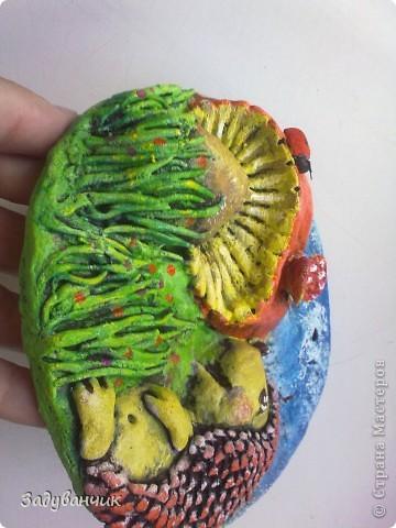 маленькое панно с ёжиком и грибом фото 3
