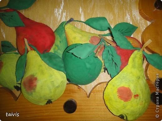 Коллективная работа детей старшей дошкольной группы. Выполнена с использованием ячеек от фруктов. фото 12