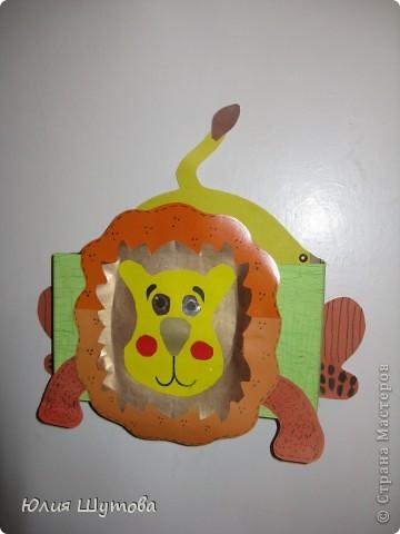 """Несколько лет назад я купила в книжном магазине интересную книгу""""Чудесные коробочки"""".По-моему она называлась так.К сожалению автора не помню.Мне так понравились идеи этого автора,что вместе с детьми в детском саду мы целую неделю занимались оформлением коробочек.Это первая наша работа-Лягушка Лиза.В неё девочки складвали резиночки для волос. фото 4"""