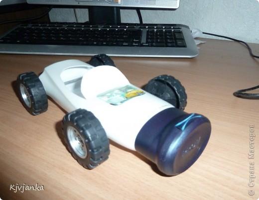 Бутылек от шампуня сначала хотела выкинуть, но вспомнила, что у детей есть колеса от сломанных машинок.  фото 2