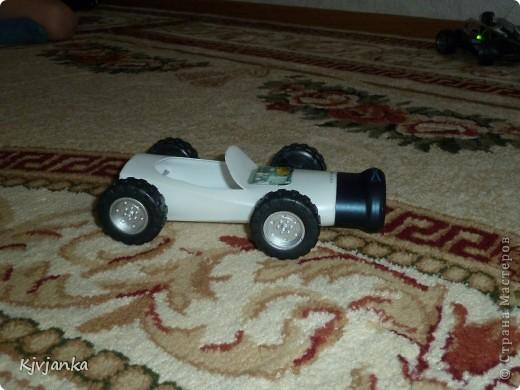 Бутылек от шампуня сначала хотела выкинуть, но вспомнила, что у детей есть колеса от сломанных машинок.  фото 3