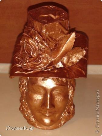 Здравствуйте. Это бутылка декорирована как голова женщины в шляпе. (Правда женщина у меня не совсем получилась , почему то выходило только мужское лицо) фото 1