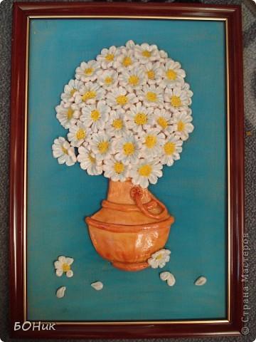 Это ромашки по МК Ларисы Ивановой http://stranamasterov.ru/node/75516. Я уже делала такие, но маленькие, они очень понравились моей маме, вот, решила сделать для нее побольше (20*30 см).