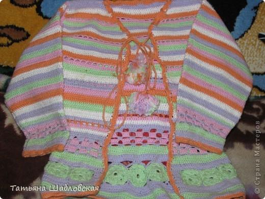 Кофточку связала для маленькой модницы, смотрится очень эффектно.