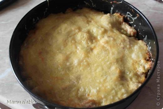 Понадобится: 3 маленьких кабачка, 1 куриная грудка, 1 луковица, 1 пачка творога, 1 яйцо, 2-3 ст.л. муки, 100 г сыра, соль.  фото 8