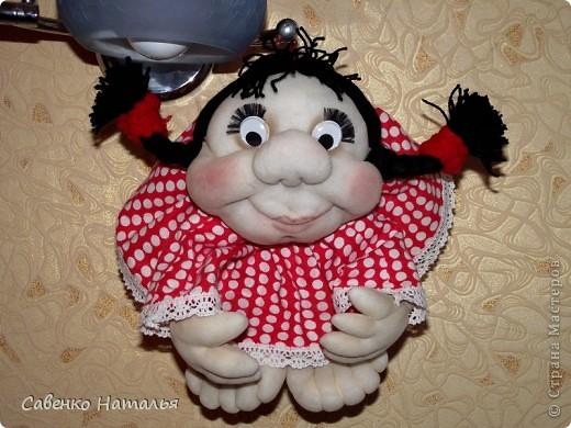 Вот еще одна моя кукляха Катюшка. Теперь у нее на голове красуется бантик. фото 1