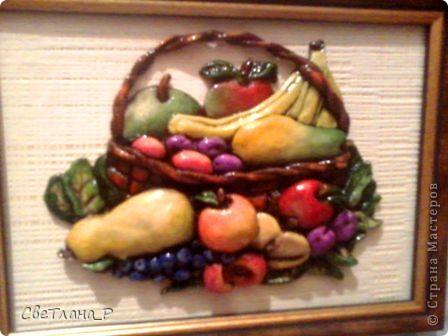 Фруктовая корзинка была сделана для сотрудницы на день рождения, которая по мимо основной работы занимается еще и теплицами) Такой символичный подарок очень понравился и обитает на кухне хозяйки)) фото 1