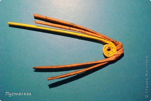 """Пришли ко мне на мастер-класс мама с ребёнком. Пока мама осваивала плетение верёвочкой, ребёнок скрутил две трубочки и спрашивает: """"А что можно сделать из них?"""" Я тогда не смогла ответить. Вот теперь знаю... фото 7"""
