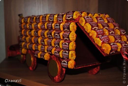 Рояль. Маловато, правда, удалось использовать конфет, но радости у одариваемого от этого, я думаю, не меньше.))) фото 3