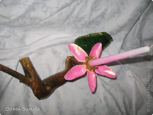 Попросили сделать подсвечник из старой коряги обязательно что бы в работе присутствовал цветок лотоса. Да много у него ценителей.Наверно эта композиция не последняя с этим  сказочным цветком... фото 6