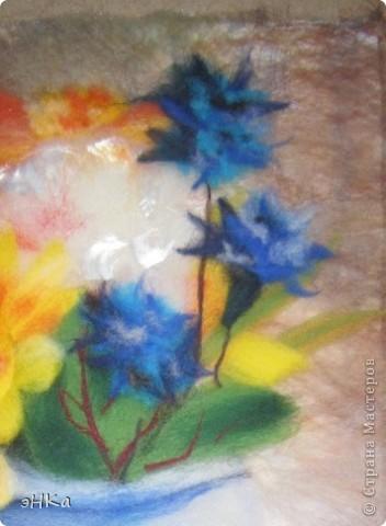 Увидела фото в журнале: цветы в железной вазе. Очень понравился необычный формат: узкий и вертикальный. Наконец-то оформила работу в паспарту и антиблик. фото 3