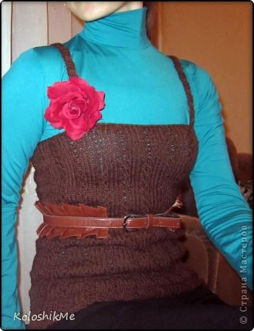 Всем здравствуйте! Каждый раз после очередного связанного пуловера, платья или кардигана у меня остается пряжа, как наверное у многих вязальщиц ))) В один момент я поняла, что её уже собралось столько, что и хранить негде, я взялась устранять этот небольшой нюанс - просто решила из этих остатков вязать себе простые безрукавки. Эта безрукавка связана крючком из хлопковых ниток. Такая, конечно, не согреет ))) фото 6