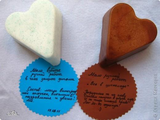 Надеюсь описания читабельны. Идея таких описаний пришла в голову спонтанно. Голубое с запахом кокоса, с добавлением блесток. Коричневое - с запахом какао и рома, перламутром.  фото 1