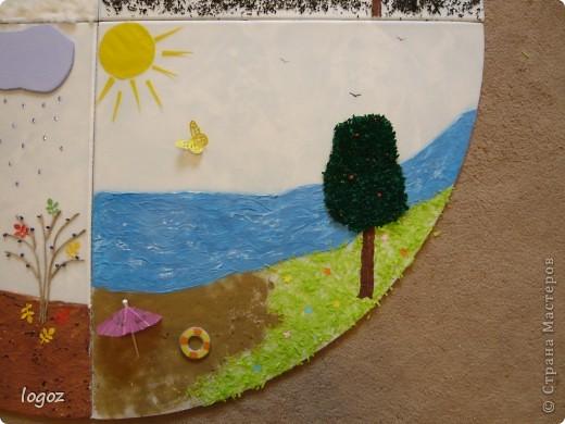 """В детском саду попросили сделать панно """"Времена года"""".  Основа-плитка для потолка, остальной материал-гофрированная бумага, шпатлевка, шпагат, песок, бисер, чай, синтепон, дырокольности. Воспитатель будет клеить на него фото детей, родившихся в это время года. фото 4"""
