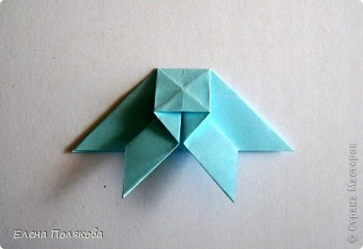 """В книге Ирины Богатовой """"Оригами. 44 цветочные композиции"""", <a href=""""http://www.labirint.ru/books/273175/?p=4968"""" title=""""Оригами.Цветочные композиции""""> <img src=""""http://img.labirint.ru/images/books1/273175/small.jpg"""" border=""""0"""" align=""""middle""""/> </a> кроме интересных схем цветов и идей для цветочных композиций есть еще и  схемы сборки вот таких бабочек. Они довольно просты и быстры. А бабочки станут замечательным украшением для поделок. фото 7"""
