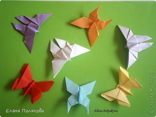"""В книге Ирины Богатовой """"Оригами. 44 цветочные композиции"""", <a href=""""http://www.labirint.ru/books/273175/?p=4968"""" title=""""Оригами.Цветочные композиции""""> <img src=""""http://img.labirint.ru/images/books1/273175/small.jpg"""" border=""""0"""" align=""""middle""""/> </a> кроме интересных схем цветов и идей для цветочных композиций есть еще и  схемы сборки вот таких бабочек. Они довольно просты и быстры. А бабочки станут замечательным украшением для поделок. фото 1"""