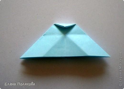 """В книге Ирины Богатовой """"Оригами. 44 цветочные композиции"""", <a href=""""http://www.labirint.ru/books/273175/?p=4968"""" title=""""Оригами.Цветочные композиции""""> <img src=""""http://img.labirint.ru/images/books1/273175/small.jpg"""" border=""""0"""" align=""""middle""""/> </a> кроме интересных схем цветов и идей для цветочных композиций есть еще и  схемы сборки вот таких бабочек. Они довольно просты и быстры. А бабочки станут замечательным украшением для поделок. фото 4"""