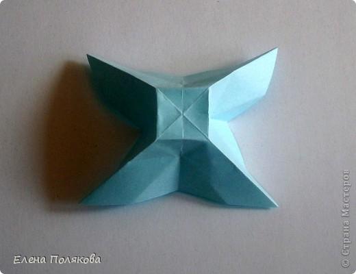 """В книге Ирины Богатовой """"Оригами. 44 цветочные композиции"""", <a href=""""http://www.labirint.ru/books/273175/?p=4968"""" title=""""Оригами.Цветочные композиции""""> <img src=""""http://img.labirint.ru/images/books1/273175/small.jpg"""" border=""""0"""" align=""""middle""""/> </a> кроме интересных схем цветов и идей для цветочных композиций есть еще и  схемы сборки вот таких бабочек. Они довольно просты и быстры. А бабочки станут замечательным украшением для поделок. фото 5"""