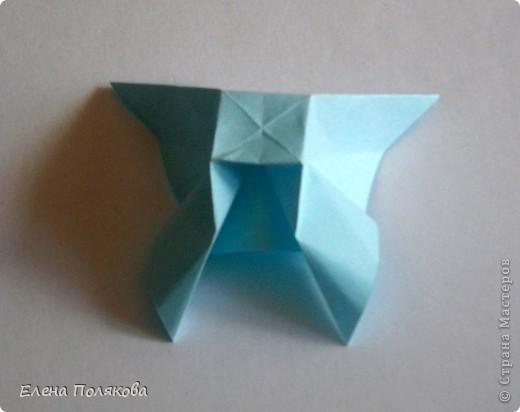 """В книге Ирины Богатовой """"Оригами. 44 цветочные композиции"""", <a href=""""http://www.labirint.ru/books/273175/?p=4968"""" title=""""Оригами.Цветочные композиции""""> <img src=""""http://img.labirint.ru/images/books1/273175/small.jpg"""" border=""""0"""" align=""""middle""""/> </a> кроме интересных схем цветов и идей для цветочных композиций есть еще и  схемы сборки вот таких бабочек. Они довольно просты и быстры. А бабочки станут замечательным украшением для поделок. фото 6"""