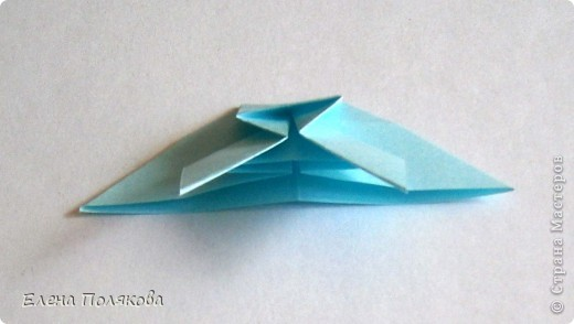 """В книге Ирины Богатовой """"Оригами. 44 цветочные композиции"""", <a href=""""http://www.labirint.ru/books/273175/?p=4968"""" title=""""Оригами.Цветочные композиции""""> <img src=""""http://img.labirint.ru/images/books1/273175/small.jpg"""" border=""""0"""" align=""""middle""""/> </a> кроме интересных схем цветов и идей для цветочных композиций есть еще и  схемы сборки вот таких бабочек. Они довольно просты и быстры. А бабочки станут замечательным украшением для поделок. фото 8"""