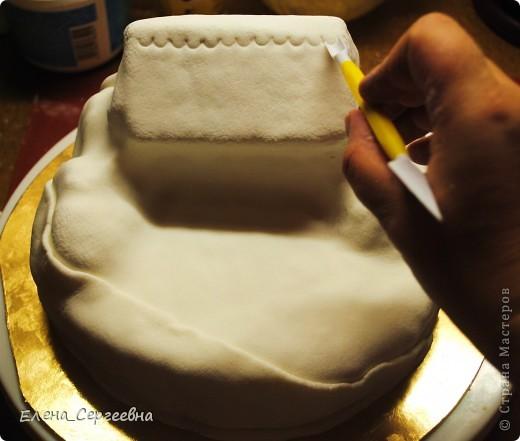 """Торт """"Хуторок"""". Вес 3 кг.  Основа - торт """"Наполеон"""" с грецким орехом.  Сахарная помадка. Королевская глазурь. Воздушный рис. Брилгель. Пищевые красители. Цветной сахар.  фото 17"""
