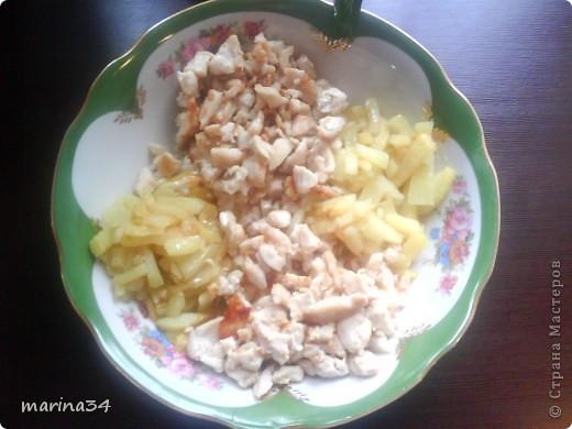 очень простой, но вкусный салат.ингредиенты:картофель(средний)2шт,филе(любое мясо)я предпочитаю куру,морковь1шт,свекла1шт,огурец(если маленькие то 2),майонез250мл. фото 2