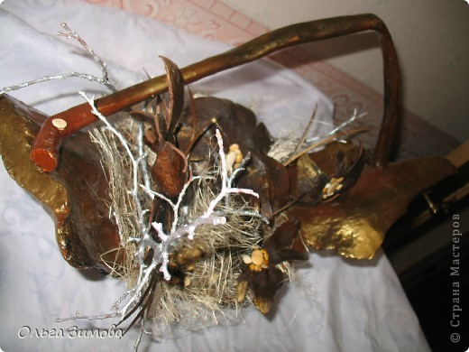Да да. Я не ошиблась. Корзина с грибами, потому что цветы- это высохшие и растрескавшиеся грибы- дождевики. фото 6