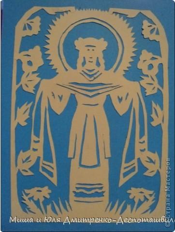 Сегодня мы с Мишей объединили наши две культуры. Я сделала портрет грузинской царицы Тамары о которой мы уже упоминали здесь, http://stranamasterov.ru/node/233397  а Миша вырезал из бумаги Подольскую Берегиню, еще и подстроив ее цветовую гамму под украинский флаг. фото 3