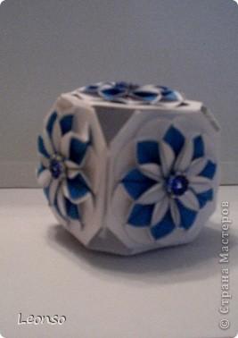 """Давно уже хотела попробовать сделать кусудаму ,но вначале пришла идея вот такого кубика Все очень просто Цветочки из кругов по МК k.аkтуs """"Цветок из кругов для открыток фото 1"""