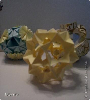 """Давно уже хотела попробовать сделать кусудаму ,но вначале пришла идея вот такого кубика Все очень просто Цветочки из кругов по МК k.аkтуs """"Цветок из кругов для открыток фото 7"""