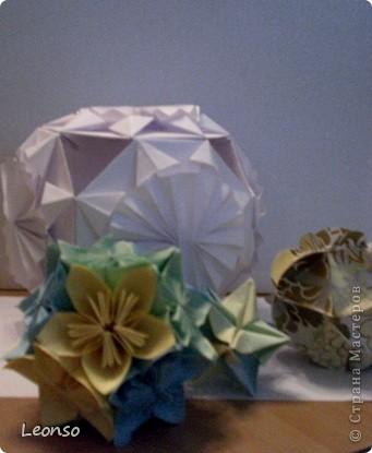 """Давно уже хотела попробовать сделать кусудаму ,но вначале пришла идея вот такого кубика Все очень просто Цветочки из кругов по МК k.аkтуs """"Цветок из кругов для открыток фото 8"""