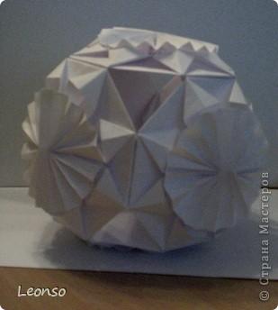"""Давно уже хотела попробовать сделать кусудаму ,но вначале пришла идея вот такого кубика Все очень просто Цветочки из кругов по МК k.аkтуs """"Цветок из кругов для открыток фото 9"""