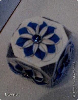 """Давно уже хотела попробовать сделать кусудаму ,но вначале пришла идея вот такого кубика Все очень просто Цветочки из кругов по МК k.аkтуs """"Цветок из кругов для открыток фото 5"""