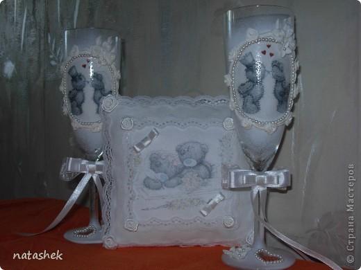 """Свадебный набор """"Мишки Тедди""""  на подушечке мишки расписываются :)на фужерах целуются :) все по теме   ИЗВИНИТЕ за качество фото т.к. фотки делали на скорую руку  фото 2"""