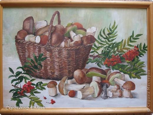 Эти натюрморты были нарисованы в прошлые годы, когда был большой урожай белых грибов. Масло. Первую картину надо было срочно нарисовать (вдохновение пришло, а грибы очень быстро пропадают),  под рукой была только фанера. Пришлось рисовать на ней. На фотографиях крупным планом, к сожалению, видна фактура фанеры. Знаю, некрасиво. Но, картина висит дома, поэтому так и осталась на этом материале. фото 5