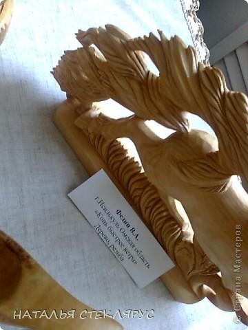 """Наконец выложу  продолжение экскурсии по выставке """"Золотая нить"""". На фото резные тарелочки расписанные в древнерусском стиле. Это работы Новосибирских мастеров. фото 9"""