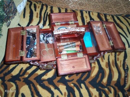 был у меня простой деревянный сундук, но мне показался очень скучным и я решила его задекупажить и расписать:)))))))))))))результат перед вами. фото 6