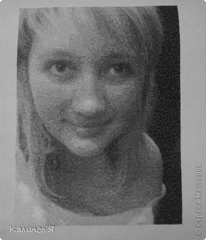 Решила написать заметку для того, чтобы поделится с теми кто планирует вышивать портрет..... Захотелось мне дето больше полутора года назад вышить портрет по фотке.....признаюсь честно не сильно искала программы для этого..... нашла сайт вот такой  http://www.igolki.net/- не знаю как сейчас, но раньше там делали схемы с разных картинок и высылали потом на почту..... Значит нашла я сайт.... забросила фотку..... через дня два выслали мне готовую схему..... Вышивать я хотела с размахом так что схема вышла большая и на 20 цветов... потрет делала больше месяца и в конце концов он мне вообще не понравился..... фото 3