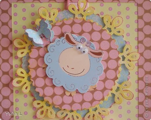 Решила сделать еще одну детскую открытку, благо совсем скоро предвидится несколько поводов ее подарить  Основная цветовая гамма - розовый, желтый, голубой, белый и светлый беж Скрап-бумага, картон, лента, овечка-наклейка. фото 2